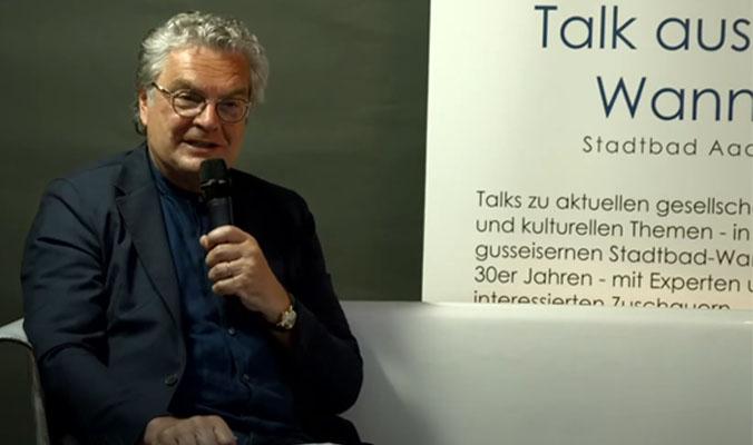 Beitragsbild mit einem Sprecher aus dem Video.